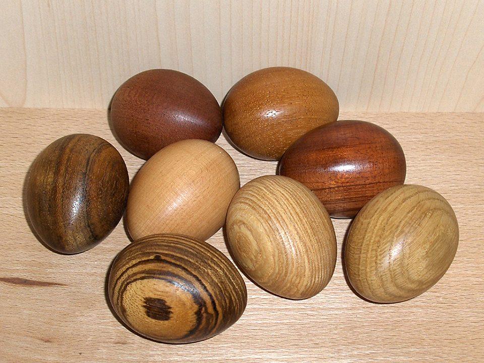 Gedrechselte Holzeier aus Massivholz