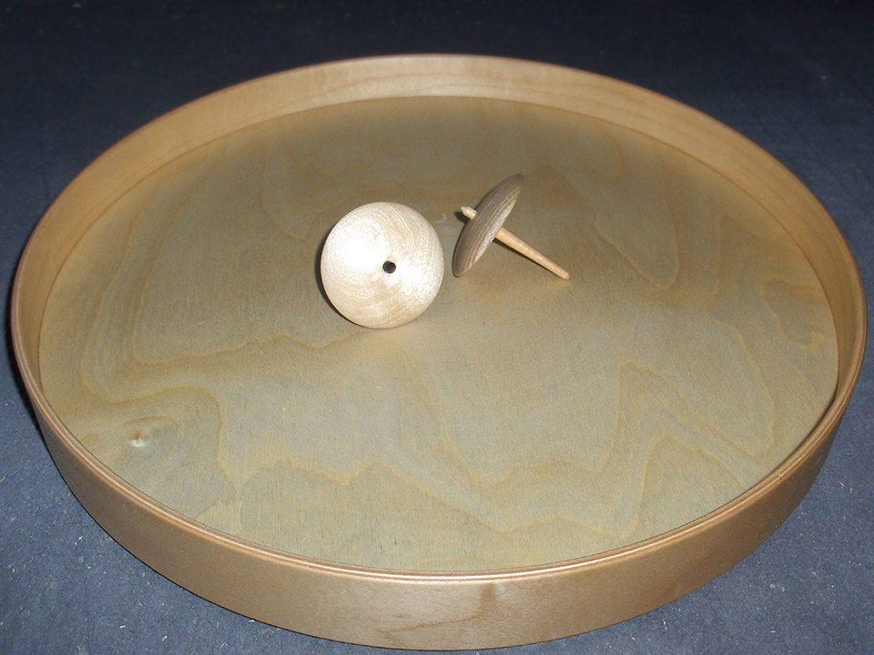 Gedrechselte Kreisel und Schalen aus Massivholz fertigt Die Bremer Drechslerei - Nehmen Sie Kontakt auf.