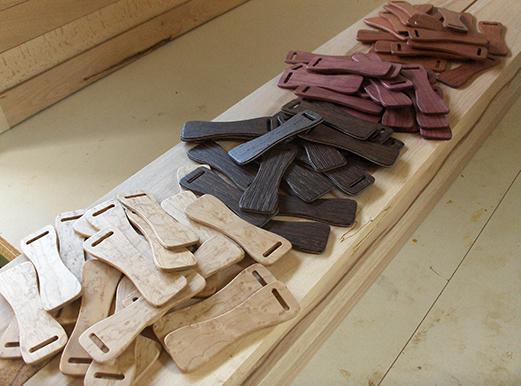 Ausgelaserte Verstellbügel aus Holzlaminat für Handtaschen