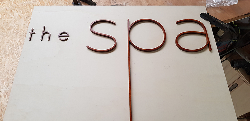 Ausglaserter Schritzug für den Spa-Bereich eines Kreuzfahrtschiffes
