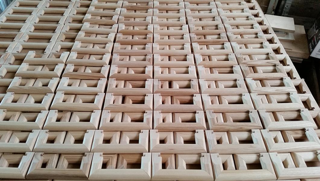 Griffe aus Esche für Tapetenbücher