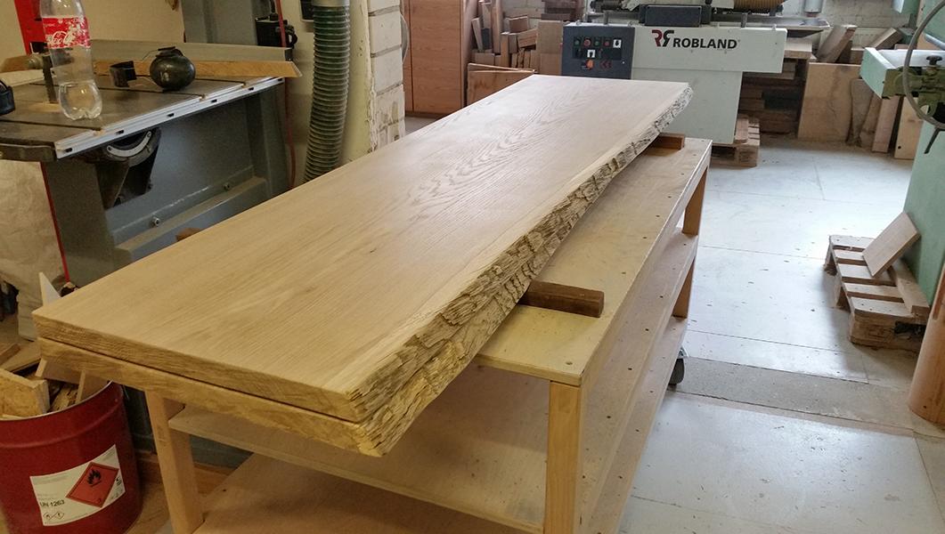 Tischplatten aus Eiche, unverleimt, mit Natur-Baumkante
