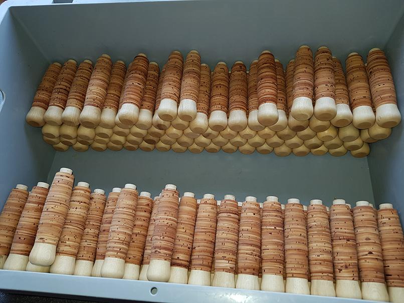 Werkzeuggriffe aus Hainbuche mit Birkenrindenbesatz (Kundenauftrag)